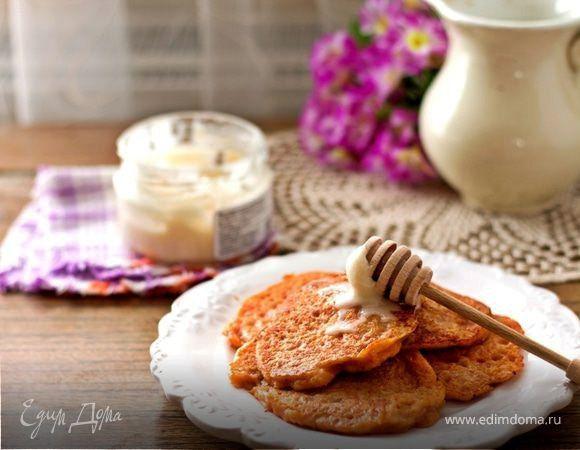 Тыквенные оладьи с яблоком  Начните свой день со вкусного завтрака, приготовив сочные тыквенные оладьи с яблоками. Блюдо невероятно легкое и быстрое, при этом можно заменить молоко и исключить из рецепта яйца, чтобы получить постный вариант. Подавайте с медом или вареньем. Приятного утреннего чаепития! #готовимдома#едимдома #кулинария #домашняяеда #оладьи #туквенные #яблоко #утро#завтрак #вкусно #аппетитно #чаепитие