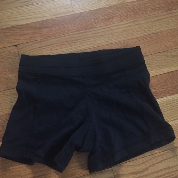 Lululemon spandex shorts Lululemon spandex shorts. No size tag on it but would fit a Small or Extra small lululemon athletica Shorts