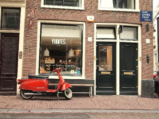Vinnies Deli, a lunchroom and shop in Amsterdam with organic food and delicacies (haarlemmerstraat 46) http://www.vinniesdeli.nl/