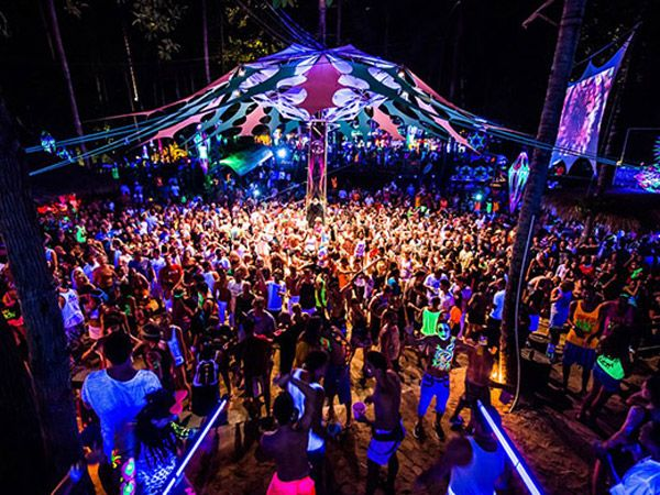 Half Moon Party Loi Lay Floating Bar Pirate Bar Rhythm and Sands Parties in Koh Phangan The Full Moon Party (FMP) is usually held on the night of the full moon; however, not exclusively so. If it clashes with a national holiday when there is a ban on selling alcohol then the party is moved to a day before or after the zenith of the moon. All the other parties such as the Half Moon Party, Jungle Experience and Black Moon Party are all planned around the full moon party dates. This is to…