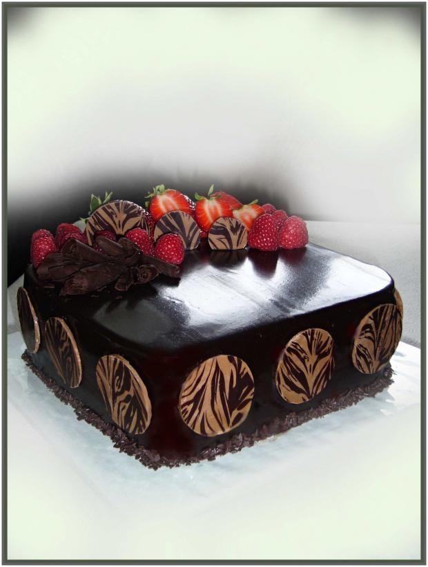Čokoládová torta so zrkladlovou polevou. Autorka. mivi. Tortyodmamy.sk.