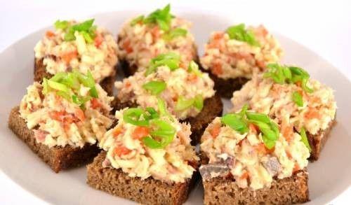 Закуска с сельдью и плавленым сыром – рецепт с фото