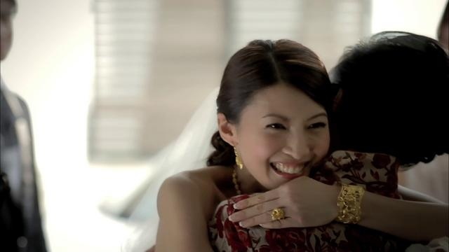 SK Project Gold feat. Jeanette Aw by O2 Advertising & Interactive. Full circle. Many years ago we remember having heated discussion with the Lim siblings on how best to counter Taka Jewellerys spoiler in the masstige diamond market then before we crafted SK Jewellery for our client Soo Kee Jewellery. Yes we used the local celebrity Jeanette Aw then to lend a face to the brand and to quickly bring attention to a new exciting brand in town. Well, shes back with us and this time fronting a nice…