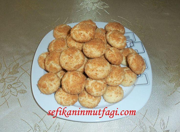 Tek kelimeyle #mükemmel bir #lezzet habersiz misafirlere önceden yapıp dondurucuyada atabileceğiniz bir tarifim Hindistan Cevizli Susamlı Kurabiye #kurabiyetarifleri #kurabiye #tarif #cokies #delicious #recipes http://sefikaninmutfagi.com/hindistan-cevizli-susamli-kurabiye/