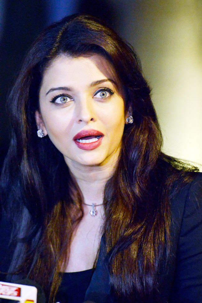 Aishwarya Rai Bachchan celebrates birthday with media and fans. #Bollywood #Fashion #Style #Beauty