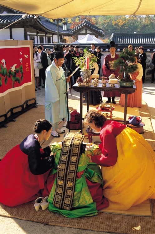Traditioanl Wedding / namsangol Hanok Village    www.visitkorea.or.kr KOREA TOURISM ORGANIZATION
