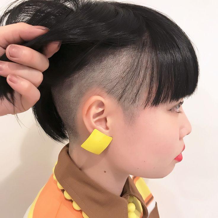 2ブロックボブスタイルです♪ アンダーの刈り上げは0.8mmです!  カラーは金髪からの ブラックです♪  かなりのイメージチェンジでしたが 彼女の雰囲気にとっても似合って 可愛いく仕上がりました!  ご予約&モデルご希望の方は コメント&DMからご連絡ください♪  #サロンスタイル #Wカラー  #ブラック  #黒  #黒髪  #イメージチェンジ  #刈り上げ女子  #刈り上げ  #2ブロック  #ツーブロック  #ボブ  #nylon  #外国人風カラー  #可愛い  #カラー  #モデル #ainico. #日本 #東京 #原宿 #harajuku #instagood #お洒落  #お洒落さんと繋がりたい  #美容師  #美容師さんと繋がりたい  #happy  #followme #newhair  #love