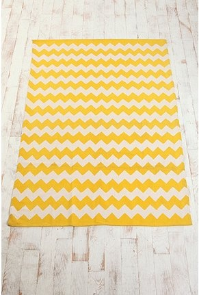I think I want this kind of rug.  I'm thinking a head to future apt decorating plans, and i'm thinking a combo of yellows, greens, and blues.  not all in the same room, but just in general.