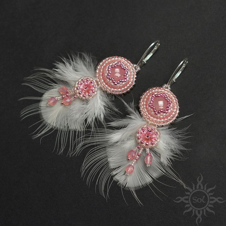 #rosequartz  #pastelcolours #jewelrywithfeathers #feathersjewelry #pastelearrings #rosequartzearrings #pinkwedding #romanticearrings #gemstonejewelry #embroideredjewelry #rosequartzjewelry #semipreciousjewelry #pinkearrings #dangleearrings #weddingearrings #gemstonedangle #bridalearrings #pink #whitefeathers #romanticearrings #bohoearrings #pinkstoneearrings #pinksilverearrings #fringeearrings #bohemianearrings