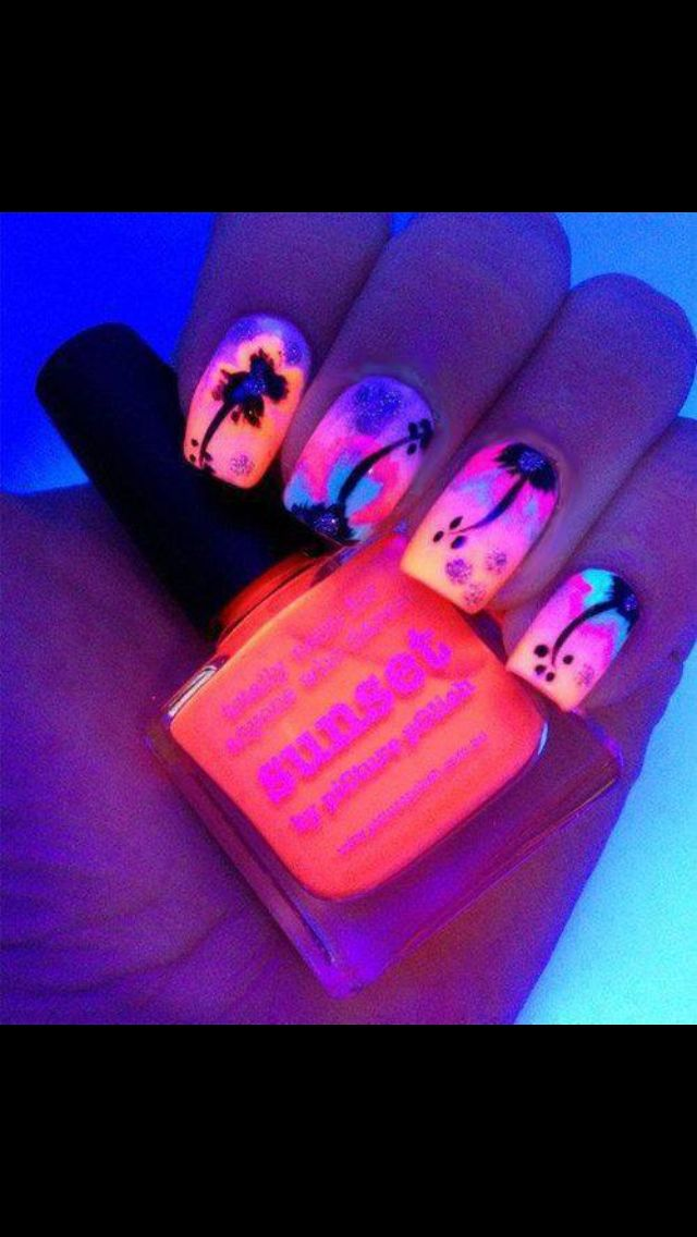 Love this nail design.