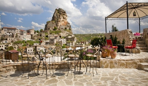 Hezen Cave Hotel: The carved-stone terrace overlooks Ortahisar's giant rock castle and other-worldly landscape.