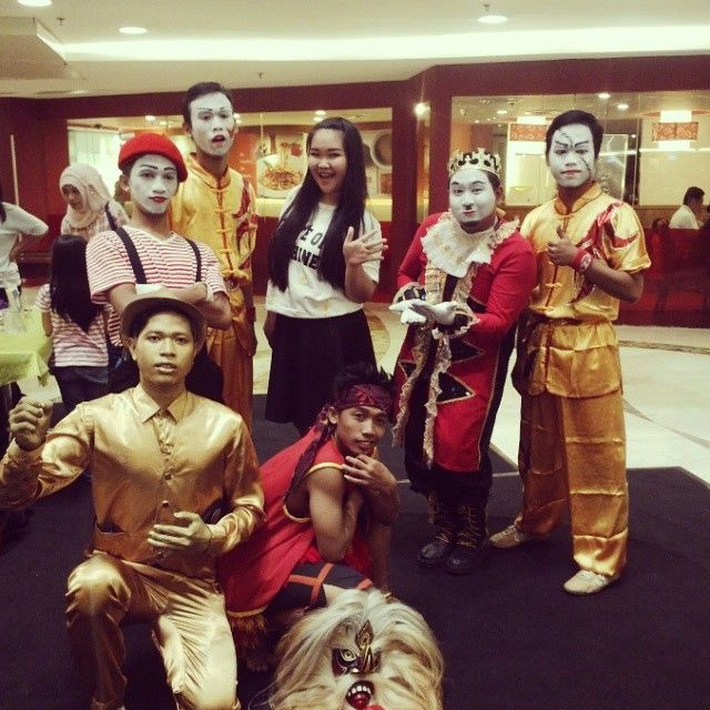 from bacstage after perform pantomime  please follow my IG : @gugukmeong13  #Pantomime #mime #street #surabaya #indonesia