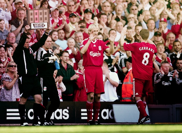 Former Captain Sami Hyypia replaces Steven Gerrard and takes the Captain's armband for the final time at Anfield. #LFC #legend #thekop