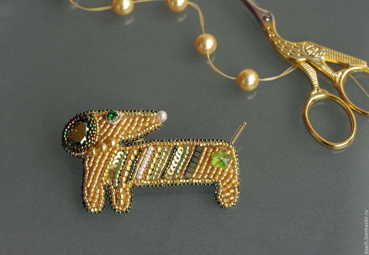 Купить брошь из бисера собака такса - золотой, зеленый, собака, такса…