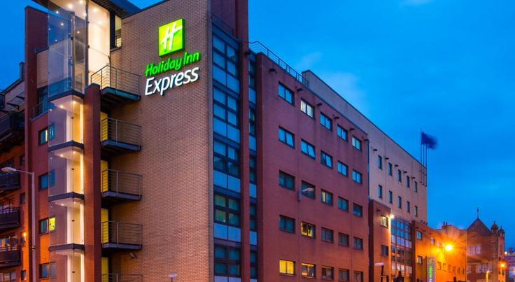 Holiday Inn Express Glasgow City Riverside Glasgow This modern hotel is in Glasgow city centre, beside the River Clyde and 0.6 miles (1 km) from Glasgow Central Rail Station. The air-conditioned rooms have flat-screen TVs and power showers.