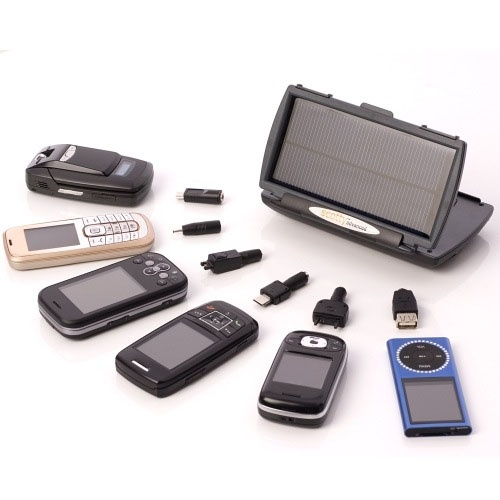 Scotty Advanced è un caricabatterie ad energia solare ed elettrica per cellulare, palmare PDA, iPod®, navigatore GPS e tutti i dispositivi alimentabili con batterie ricaricabili stilo (AA). Compatto e maneggevole. Molto utile sia in casa che all' aperto