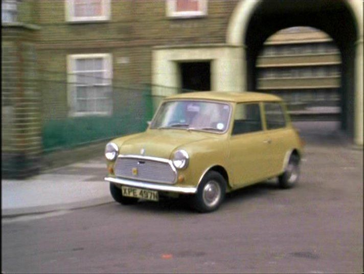 That Mini again, Jack Regan making a getaway in the episode 'Trap' starring Kenneth Colley as Noah Riley, Colley would also act with John Thaw in an episode of Morse many years later.