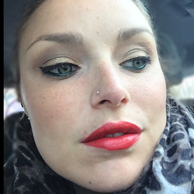 Buon venerdì...rosso Yves Saint Lorent Rouge Pour Couture #bellezzaprecaria #rossetto #rosso #rossettorosso #ysl #rossettoysl #lipstick #rouge #yvessaintlaurent #venerdi #buonvenerdi #alavoro #red #redlipstick #redlips #work #atwork #ysllipstick #trucco #truccodelgiorno #tdg #makeup #makeupoftheday #muotd