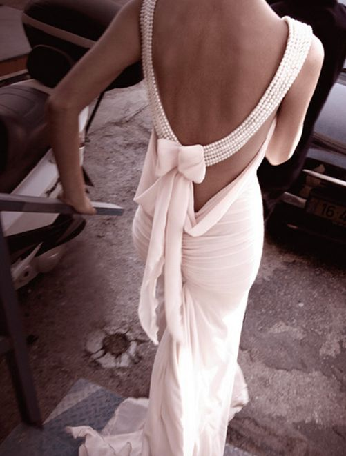 inbal-dror-haute-couture-backless-wedding-gown-with-pearls-and-a-bow