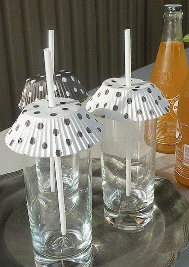 Keepin' the flies out of the summer drinks with paper muffin liners do this for a get together your guest will thank you: Cupcake Liners, Summer Drink, Good Ideas, Bugs, Food, Outdoor, Drinks, Drink Cover, Party Ideas