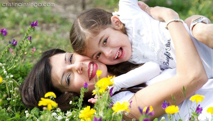 """Oggi vi presento una sessione fotografica """"mamma e figlia"""" molto speciale, perché le protagoniste sono la mia amica Antonella e la sua bellissima e dolcissima figlia Aida. Per una fotografa di bambini e famiglie come me, realizzare un book fotografico di questo genere, è sempre […]"""