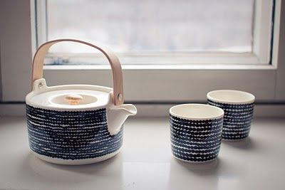 Marimekko tea pot and cups