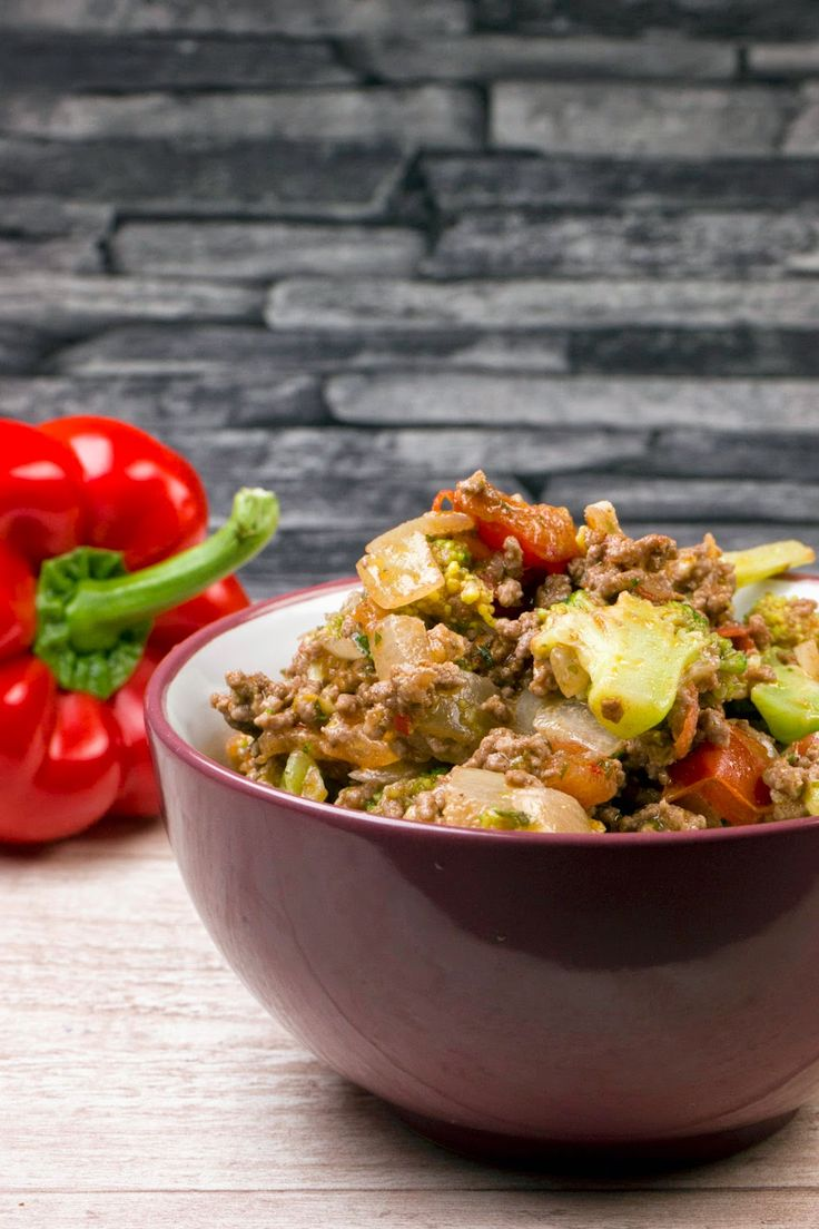 Fast low carb broccoli minced meat pan
