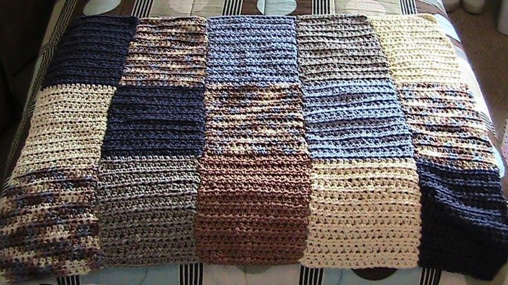 I'd love to try this as an ombre effect with progressively lighter yarn colors!  Beginner Crochet Patterns: Bernat Color Blocked all HDC Lap Blanket