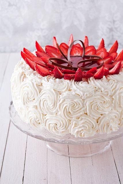 """Торт от итальянского кондитера – Луки Монтерсино. Получилось очень вкусно, но ооочень много – торт просто огромный!:) Половину заморозила)) Torta """"Monia"""" Французская…"""