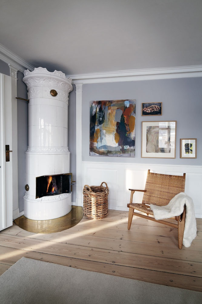 I love this corner, free-standing fireplace and chimney (hiding) design solution.