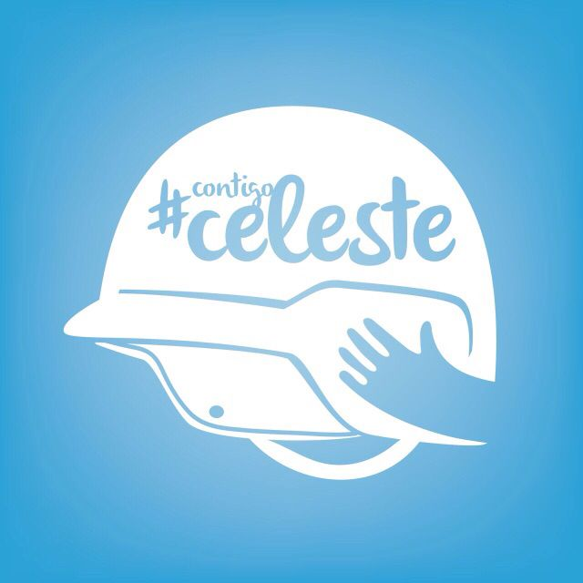La insignia #contigoceleste que representa el casco que la protege de sus caídas en sus crisis de epilepsia