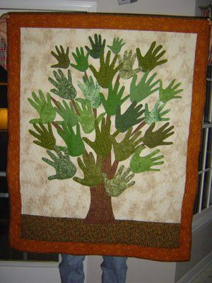 family treeHands Prints, Teachers Gift, Tree Quilt, Family Trees, Cute Ideas, Families Trees Quilt, Families Trees Hands Quilt, Heritage Quilt, Handprint Quilt