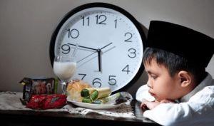 Lakukan Hal ini jika Hutang Puasa Ramadhan Tahun Lalu Belum Dibayar  Angkat tangan yang masih punya utang! Ramadan sudah mau datang lagi tapi kamu masih punya utang puasa tahun sebelumnya? Itu hal yang wajar memang, apalagi bagi kaum hawa yang tentunya mempunyai banyak halangan ketika melakukan puasa, salah satunya yaitu menstruasi, maka hal itu menjadi larang untuk berpuasa. Namun anda jangan bingung. Mumpung masih ada waktu, kamu bisa lakukan hal-hal berikut:  #HutangPuasa…