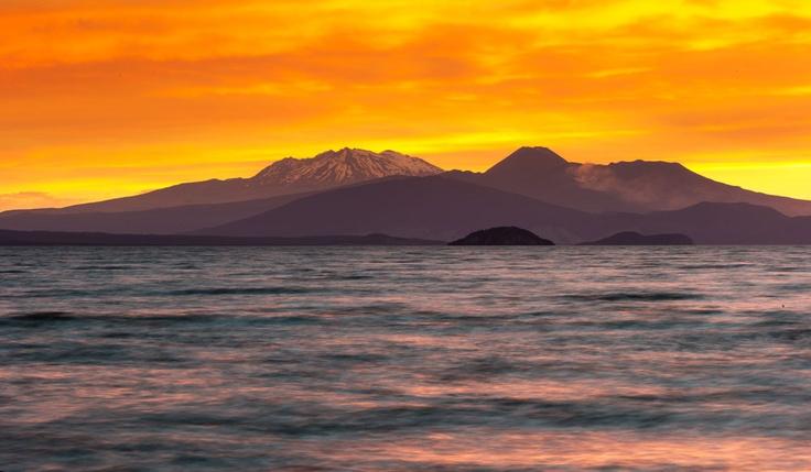 Mt Ruapehu, Mt Ngauruhoe, Mt Tongariro, sunset Lake Taupo,