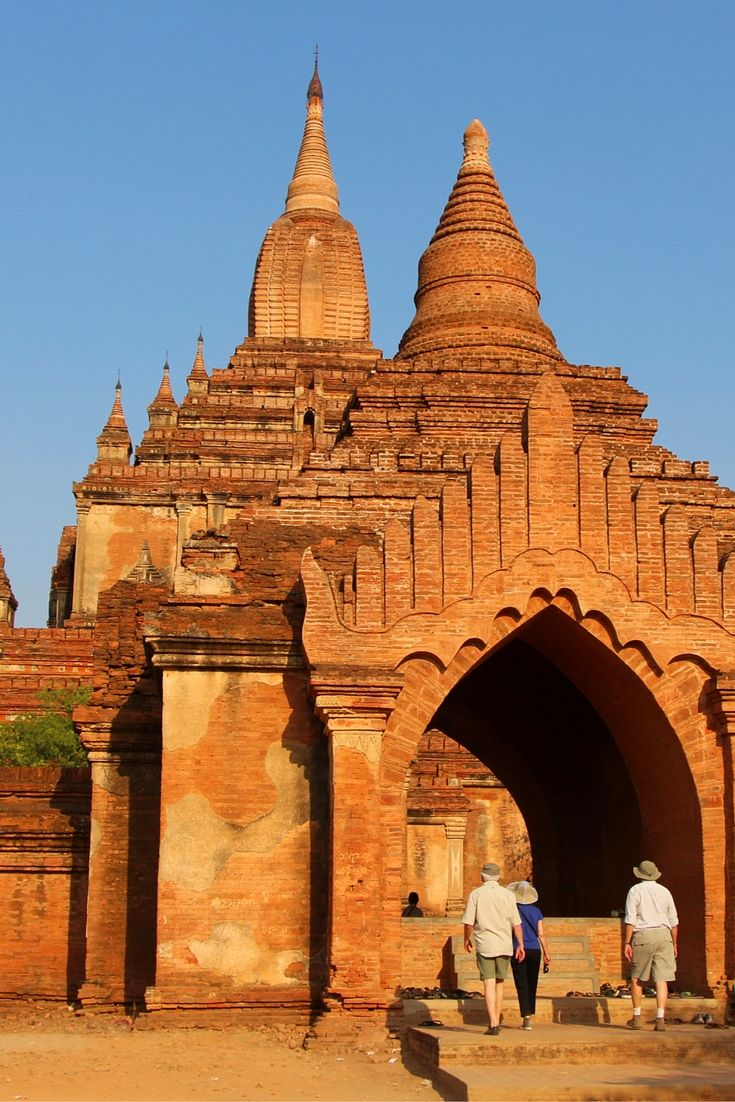 Once a magnificent kingdom, Bagan is studded by some 4,000 temples and stupas built by the kings of Myanmar between 1044 and 1287. Burnished by the rays of the baking sun, they spread out as far as the eye can see.