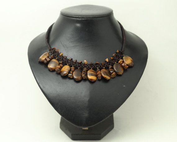 Collar de Macramé en hilo encerado marrón con piedras de Ojo de Tigre