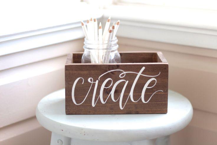 Organizzatore dello scrittorio in legno rustico, fornitura arte scatola, regalo per artista, Studio Craft deposito, fioriera Box, B-1 di MulberryMarketDesign su Etsy https://www.etsy.com/it/listing/257243876/organizzatore-dello-scrittorio-in-legno