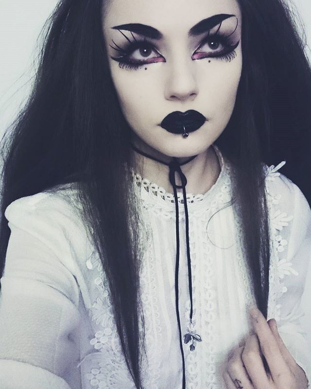 Feel so vampy... but isn't my brows too big? 🙀 Anyway for black friday I will rather purchase something online 🔪 . #kvdgiveaway . . #makeup #darkmakeup #blacklipstick #blacklips #eyelashes #eyeliner #eyebrows #eyeshadow #smokyeyes #necklace #outfit #ootd #witch #goth #vampire #wicca #gothgirl #alternative #altgirl #gothic #gothicmakeup #inspired #inspiration #witchery #witches #altgirl #piercing #eyemakeup #spookygirl