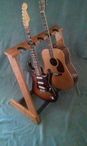 Una Cereza madera, espacio 5, plegable soporte de guitarra para tanto eléctrica y acústica. 2 ranuras de cuello son acústicas y 3 ranuras de cuello son espacios de la guitarra eléctrica. Handcrafted de la madera de cerezo AAA Seleccione con muebles de calidad, liso cristalina, acabado uretano polivinílico! Allwood se encuentra doble plana para facilitar su transporte o almacenamiento! Allwood se encuentra son fuertes y seguros! Todos los puntos de contacto son completamente acolchados! Pies…