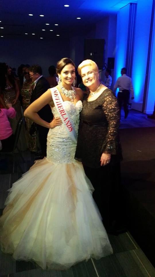 Tatjana Maul and Nanny with BaroQco Jewels at Miss World