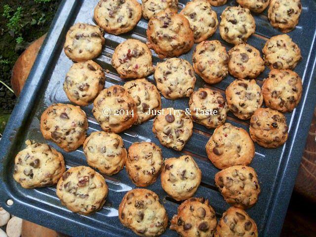 Just Try & Taste: Kue Kering Kismis dengan Choco Chips - Cookies dengan rasa nano-nano ^_^
