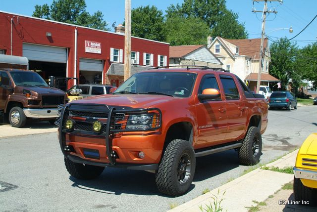 "2007 Chevy Avalanche 7.5 Lifted Truck 35"" Tires...wish I could find this and BUY IT!!"