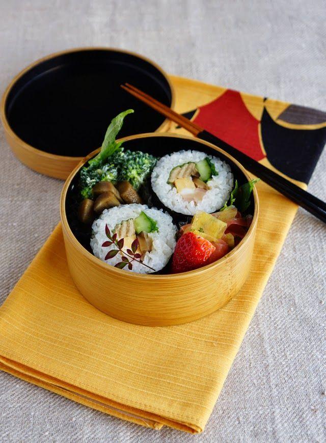 Sushi rolls bento 太巻き寿司弁当 | R journal