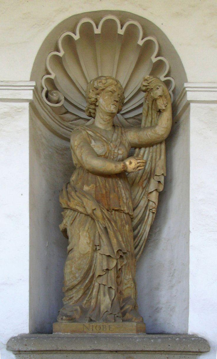 83 Best images about niobe statues on Pinterest | Villas ...