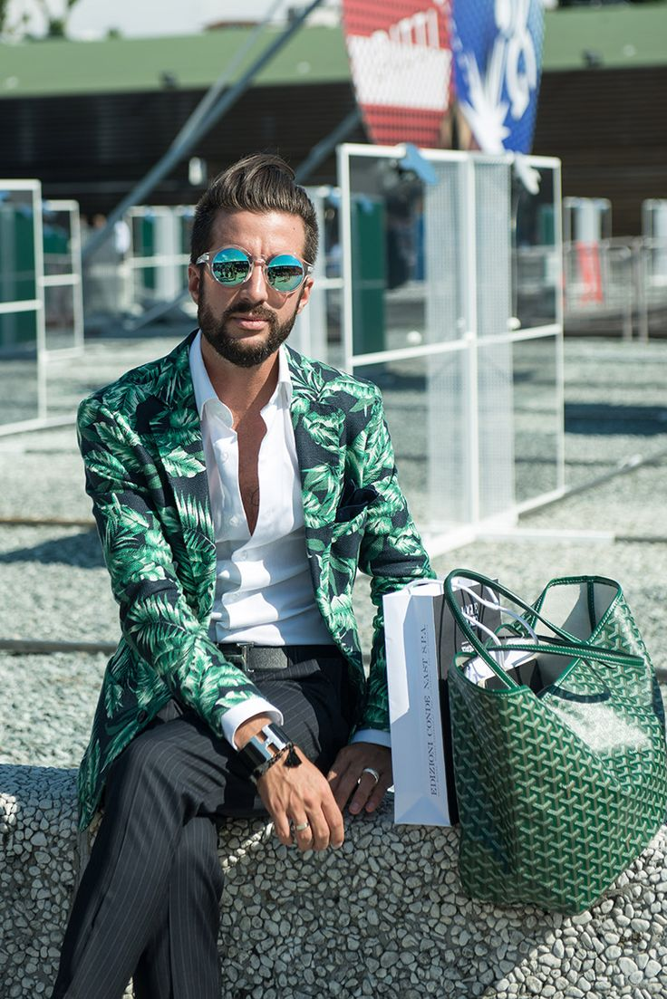 STREETSTYLE | Pitti Uomo 2014 - men can pull off great bold prints too!