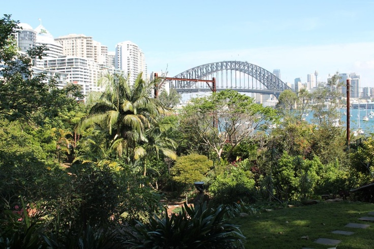 I lived in Lavender Bay, Sydney for a few years. It was wonderful. We lived 2 doors up from the Whitely residence.