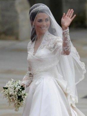 Kate Middleton e il suo piccolo bouquet di fiori bianchi
