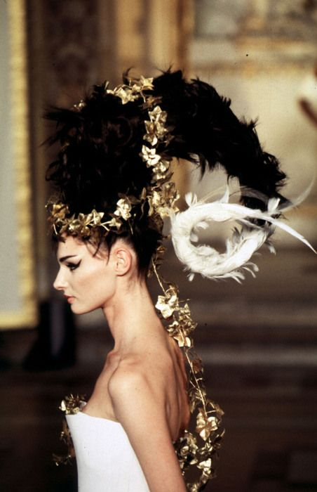 270 best alexander mcqueen images on pinterest mc queen for Haute hairie