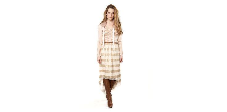 Romantic blouse, fur collar and sequined lace skirt. Lookbook Otoño / Invierno 2013 Lio de Faldas