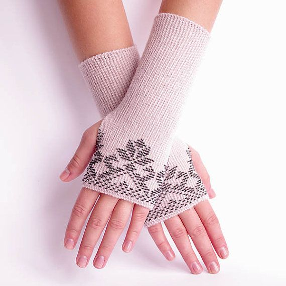 Soft and cozy woolen beaded fingerless gloves/wristwarmers by Evarica